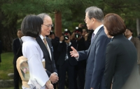 (LEAD) Moon requests support for peace efforts, Busan summit with ASEAN