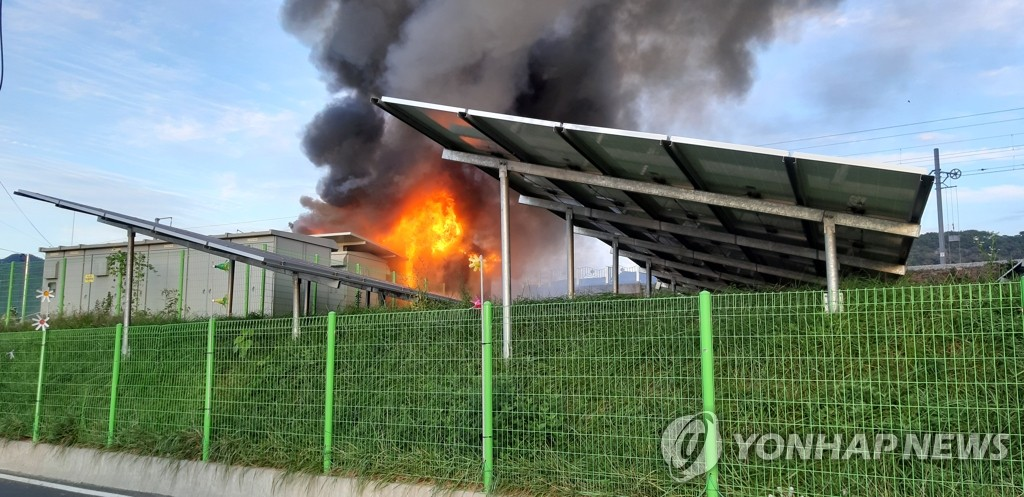 An energy storage system (ESS) facility located in Gimhae, 449 kilometers south of Seoul, is on fire in this file photo provided by the South Gyeongsang Province Fire Department on Oct. 27, 2019. (PHOTO NOT FOR SALE) (Yonhap)