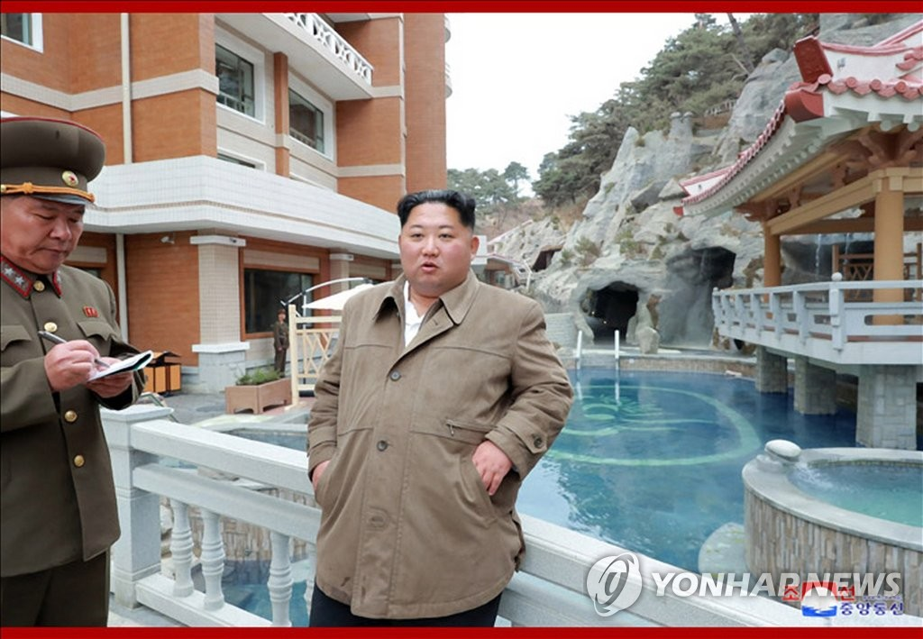 North Korean leader Kim Jong-un (R) visits the construction site of a hot spring resort nearing completion in Yangdok in the North's South Pyongan Province, in this photo provided by the North's official Korean Central News Agency on Nov. 15, 2019. (For Use Only in the Republic of Korea. No Redistribution) (Yonhap)