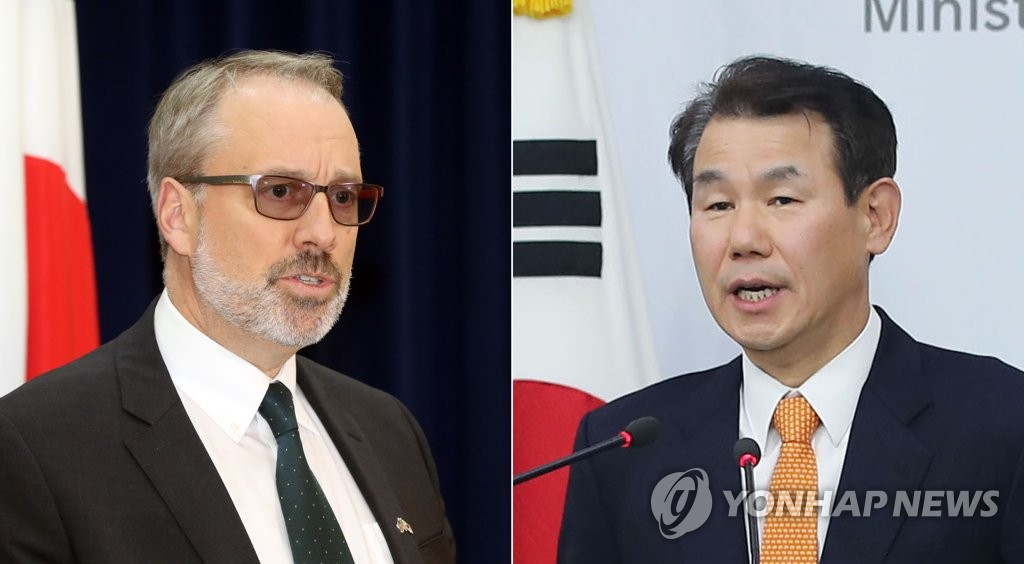 This photo shows U.S. chief negotiator for defense cost-sharing James DeHart (L) and his South Korean counterpart Jeong Eun-bo on Nov. 19, 2019. (Yonhap)