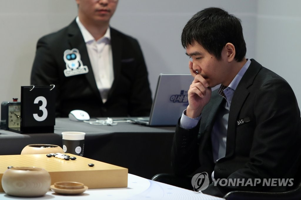 South Korean Go player Lee Se-dol ponders his next move during his retirement match against artificial intelligence program HanDol at El Dorado Resort in Sinan, 400 kilometers south of Seoul, on Dec. 21, 2019. (Yonhap)