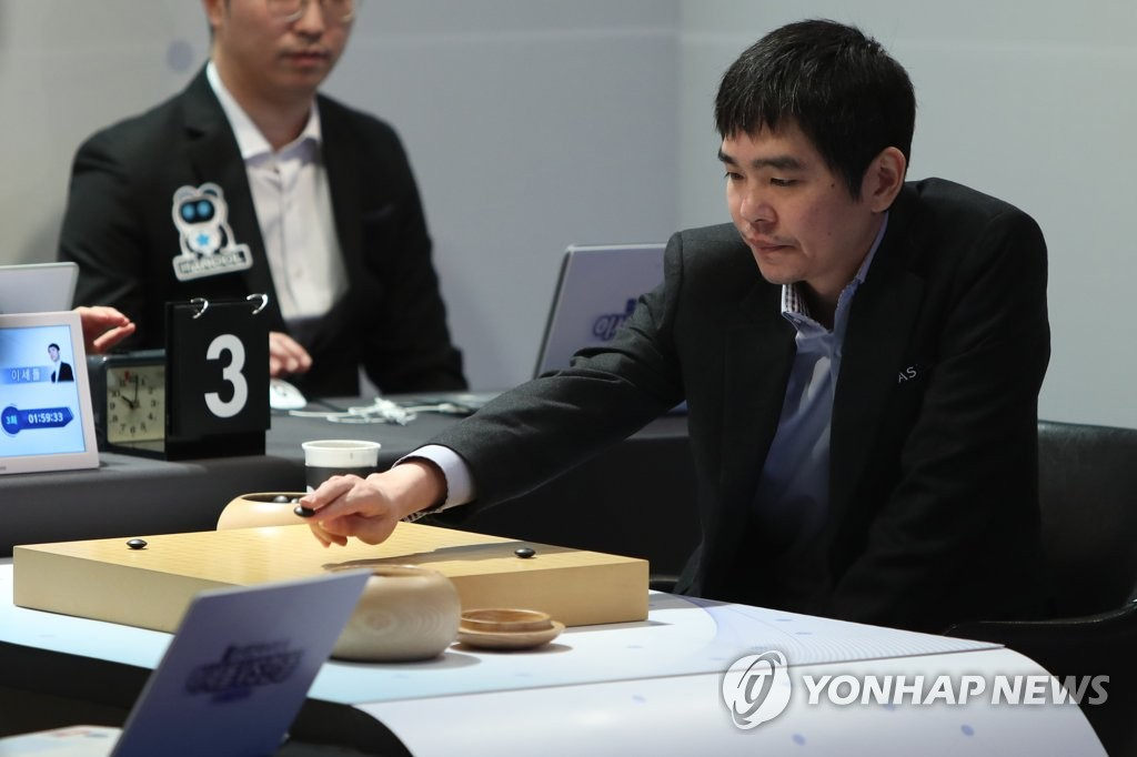 South Korean Go player Lee Se-dol places a stone during his retirement match against artificial intelligence program HanDol at El Dorado Resort in Sinan, 400 kilometers south of Seoul, on Dec. 21, 2019. (Yonhap)