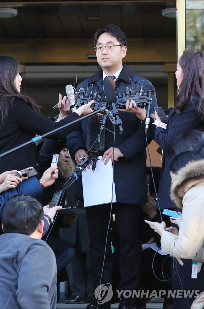 Abe rules out visit to Yasukuni shrine - Headlines