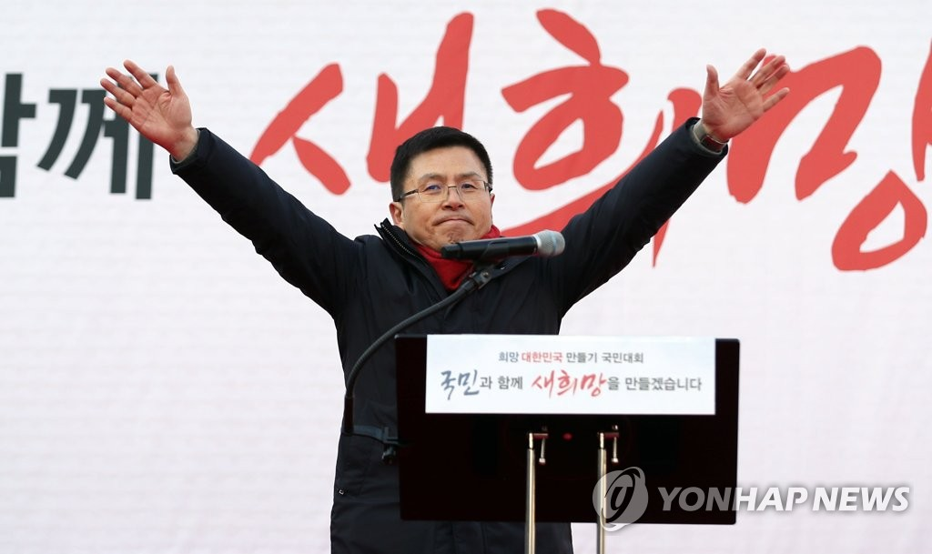 Liberty Korea Party chief Hwang Kyo-ahn delivers a speech during the party's protest rally in central Seoul on Jan. 3, 2020. (Yonhap)