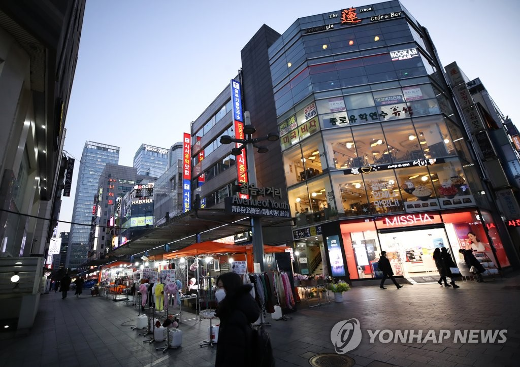 People walk on a street near Jonggak Station in downtown Seoul on Feb. 3, 2020. The normally busy youth district was nearly empty amid growing fears of the new coronavirus. (Yonhap)