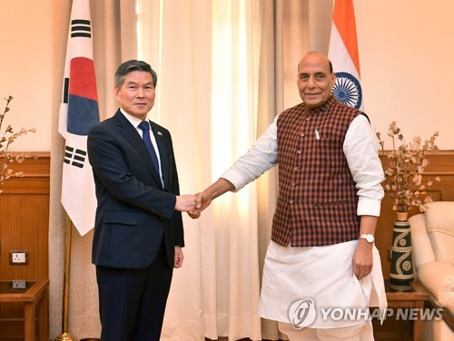 Defense ministers of S. Korea, India vow to beef up cooperation