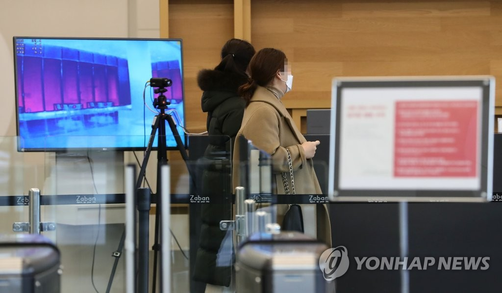 Thermal cameras are installed at GS Home Shopping Inc.'s office building in Seoul in this file photo taken Feb. 6, 2020. (Yonhap)