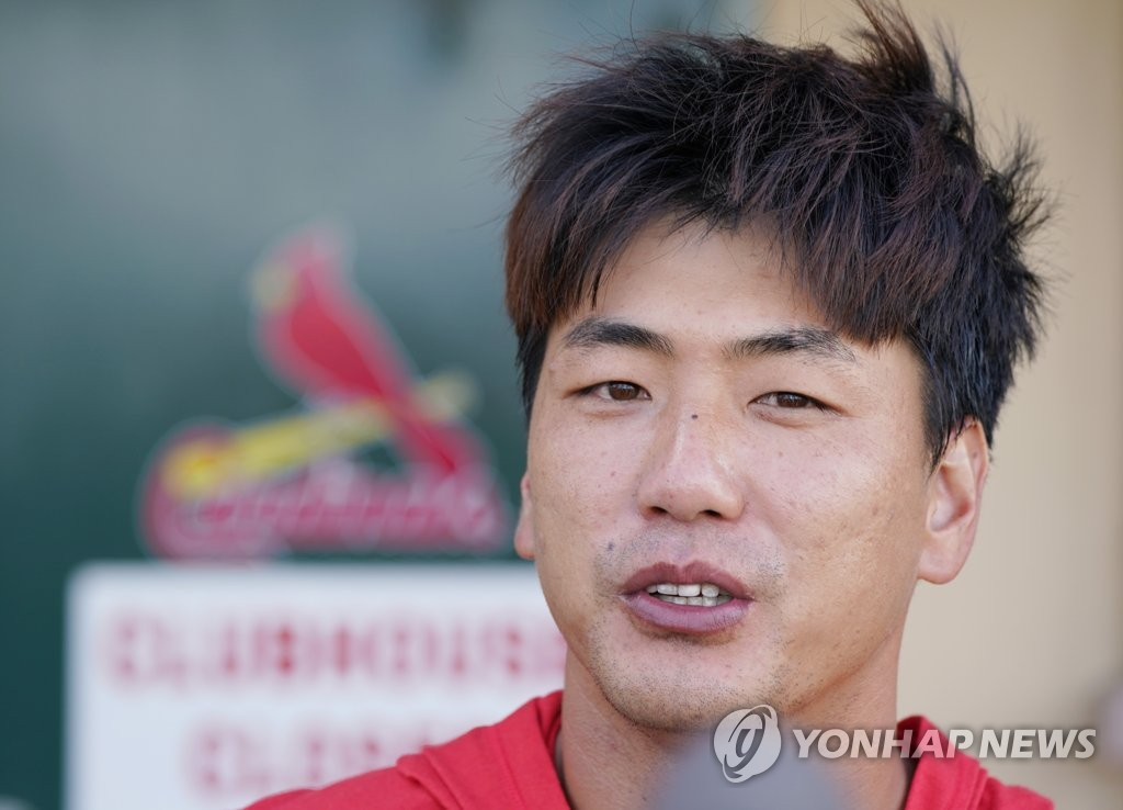 Kim Kwang-hyun of the St. Louis Cardinals speaks to reporters after a spring training game against the New York Mets at Roger Dean Chevrolet Stadium in Jupiter, Florida, on Feb. 22, 2020. (Yonhap)
