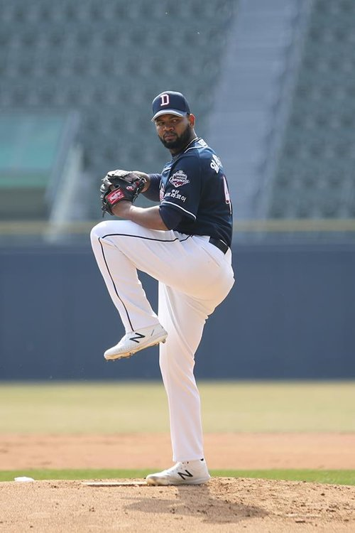 This photo provided by the Doosan Bears shows the team's right-hander Raul Alcantara in an intrasquad game at Jamsil Stadium in Seoul on March 21, 2020. (PHOTO NOT FOR SALE) (Yonhap)