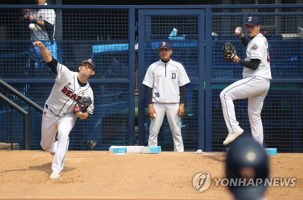 Chris Flexen (L) and Kim Kang-ryul of the Doosan Bears pitch in the bullpen at Jamsil Stadium in Seoul on April 7, 2020. (Yonhap)