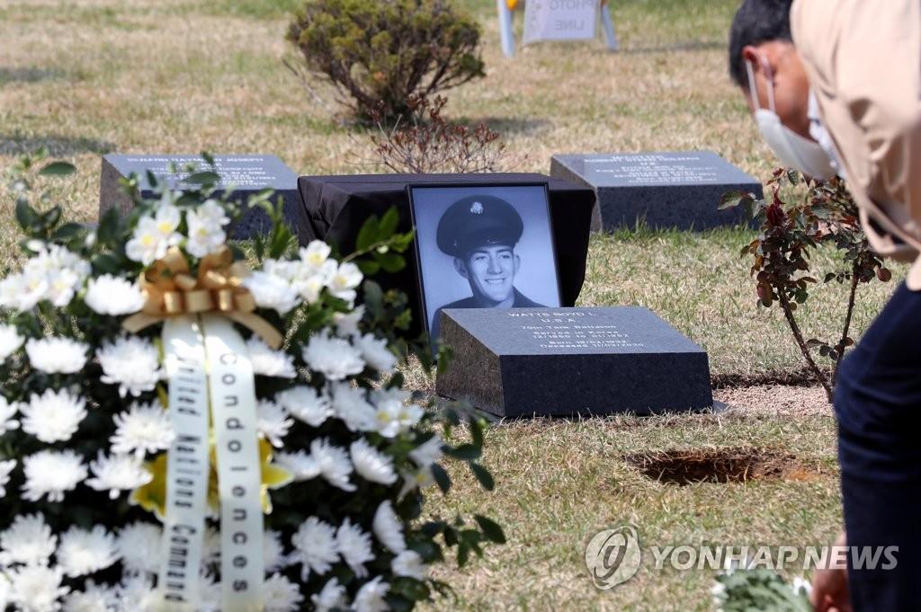 한국을 사랑한 참전용사 부산에 잠들다