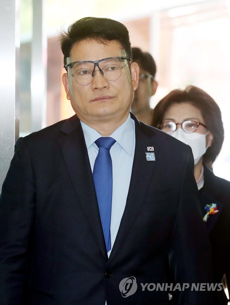 사전투표소 들어서는 송영길 | 연합뉴스