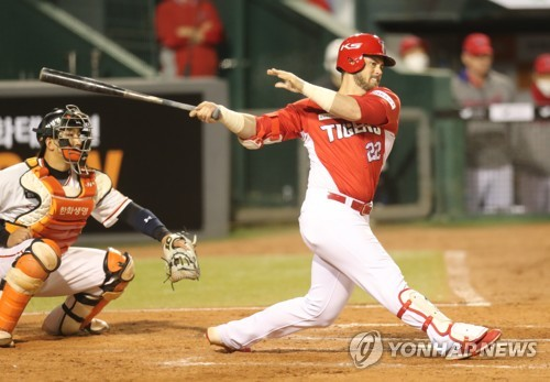 (Yonhap Interview) In 2nd KBO season, American outfielder wants to 'improve on everything'