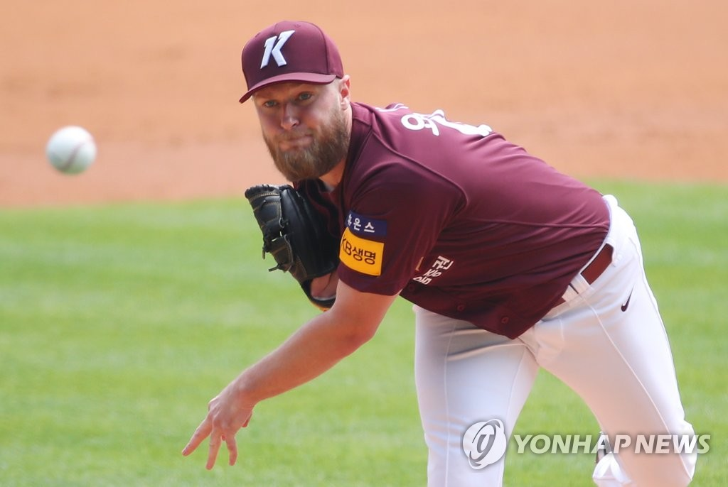 Eric Jokisch of the Kiwoom Heroes pitches against the LG Twins during a Korea Baseball Organization regular season game at Jamsil Stadium in Seoul on May 17, 2020. (Yonhap)
