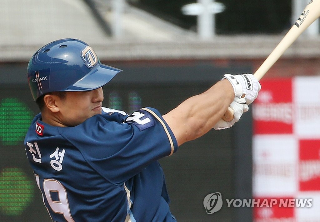 Kang Jin-sung of the NC Dinos belts a three-run home run against the SK Wyverns in a Korea Baseball Organization regular season game at SK Happy Dream Park in Incheon, 40 kilometers west of Seoul, on May 17, 2020. (Yonhap)