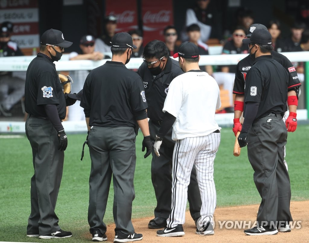 In this file photo from May 24, 2020, umpires during a Korea Baseball Organization regular season game between the LG Twins and the KT Wiz are gathered around the home plate at Jamsil Baseball Stadium in Seoul. (Yonhap)