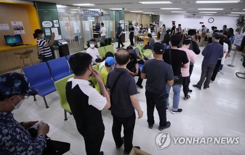 '코로나쇼크' 취업자 수 넉달 연속 감소