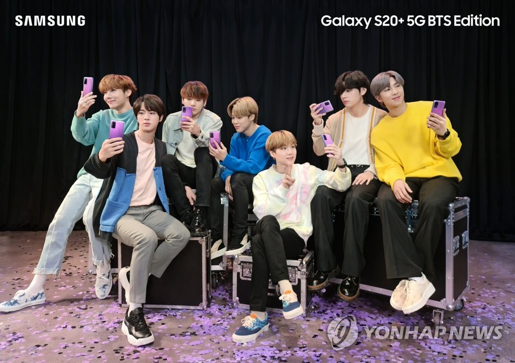 This photo provided by Samsung Electronics Co. shows members of K-pop boyband BTS holding up the Galaxy S20 Plus BTS edition smartphones. (PHOTO NOT FOR SALE) (Yonhap)