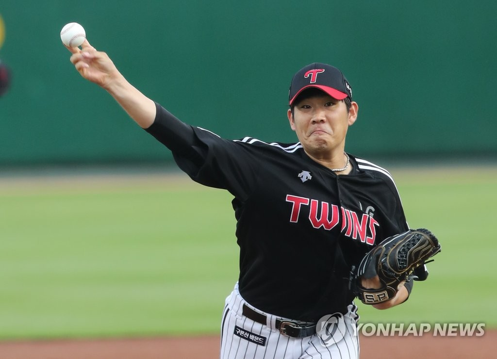 In this file photo from June 16, 2020, Jeong Chan-heon of the LG Twins pitches against the Hanwha Eagles in a Korea Baseball Organization regular season game at Hanwha Life Eagles Park in Daejeon, 160 kilometers south of Seoul. (Yonhap)