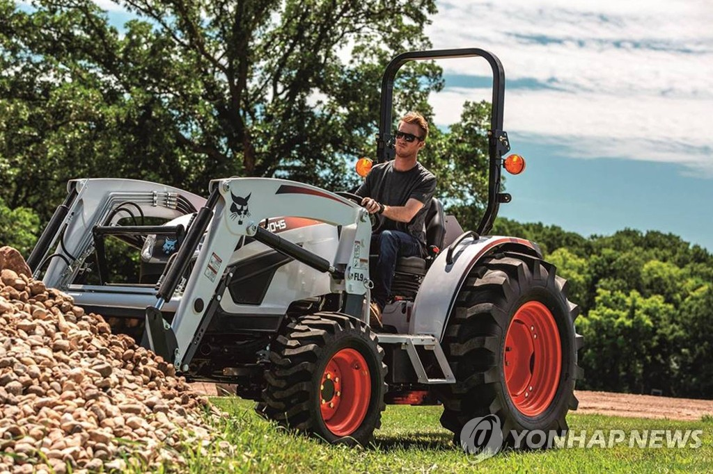 This photo provided by Doosan Bobcat shows the compact tractor CT4045 built by the company. (PHOTO NOT FOR SALE) (Yonhap)