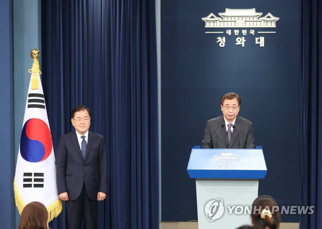 Suh Hoon (R), tapped as new director of national security at Cheong Wa Dae, with his outgoing predecessor Chung Eui-yong standing next to him, speaks to reporters at the Chunchugwan press room of the presidential compound in Seoul on July 3, 2020. (Yonhap)