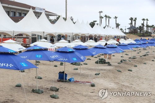 Vacant Jeju beach due to cloudy weather