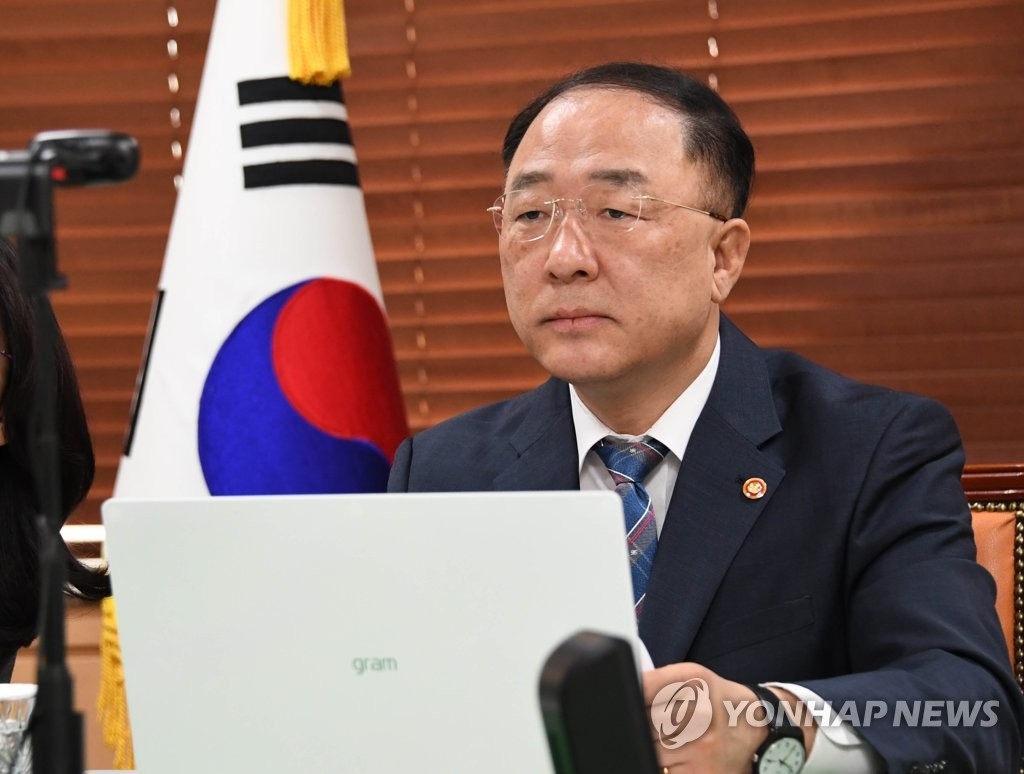 South Korean Finance Minister Hong Nam-ki attends a virtual forum with top Colombian officials on July 15, 2020, in this photo provided by the ministry. (PHOTO NOT FOR SALE) (Yonhap)