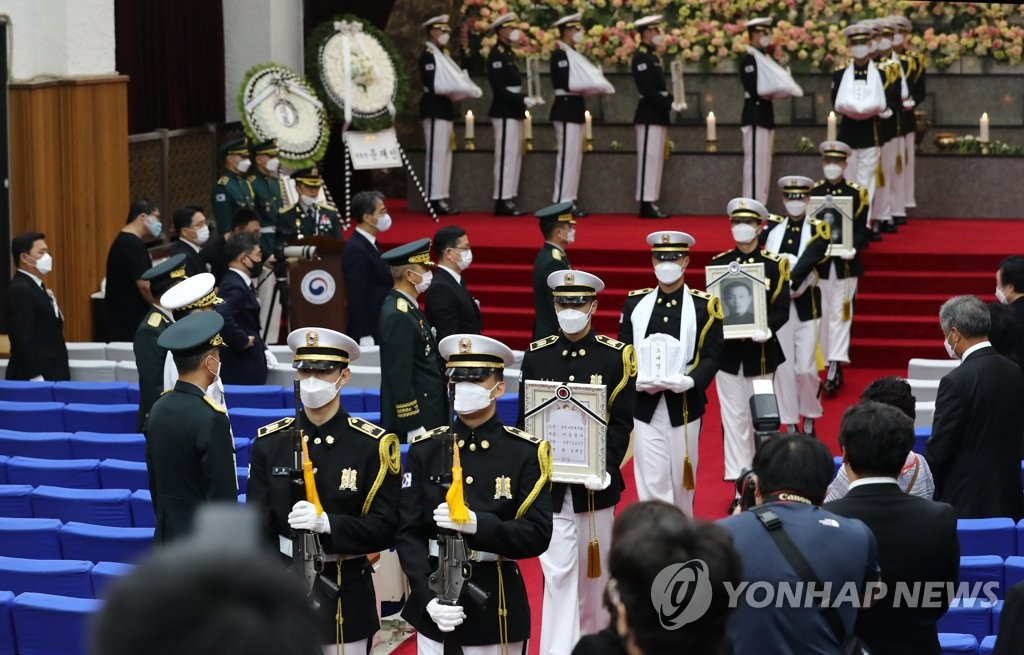 A burial ceremony is under way at Daejeon National Cemetery, 160 kilometers south of Seoul, on July 29, 2020, for seven soldiers killed in North Korea during the 1950-53 Korean War. They are among 147 South Korean warriors whose remains returned home from the North via Hawaii the previous month, 70 years after the outbreak of the conflict. (Yonhap)