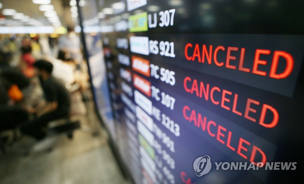 An electronic board at Jeju International Airport in Jeju displays flights that have been canceled in a precautionary measure against Typhoon Jangmi on Aug. 10, 2020. (Yonhap)