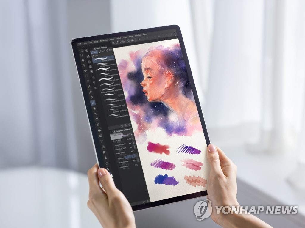 This photo provided by Samsung Electronics Co. on Aug. 13, 2020, shows the company's Galaxy Tab S7 tablet. (PHOTO NOT FOR SALE) (Yonhap)