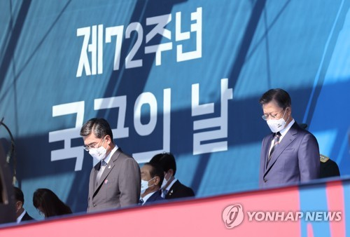 (LEAD) Moon vows firm response to threats to S. Koreans' lives, safety