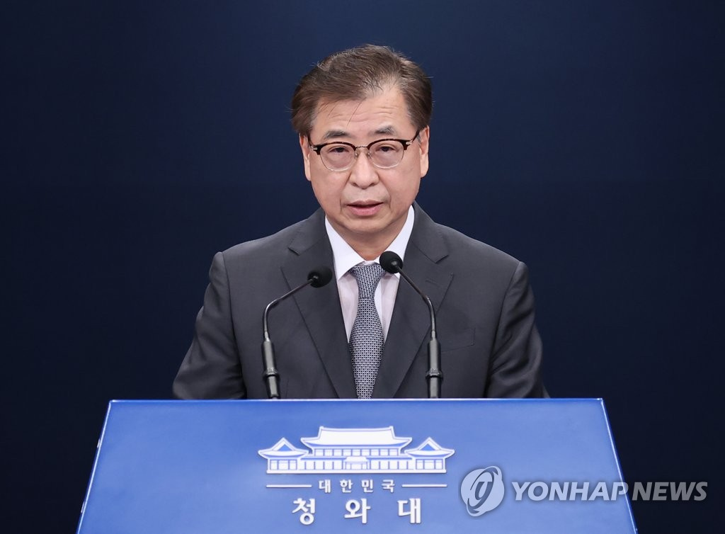 Suh Hoon, director of national security at Cheong Wa Dae, speaks during a press briefing in Seoul on Sept. 25, 2020. (Yonhap)