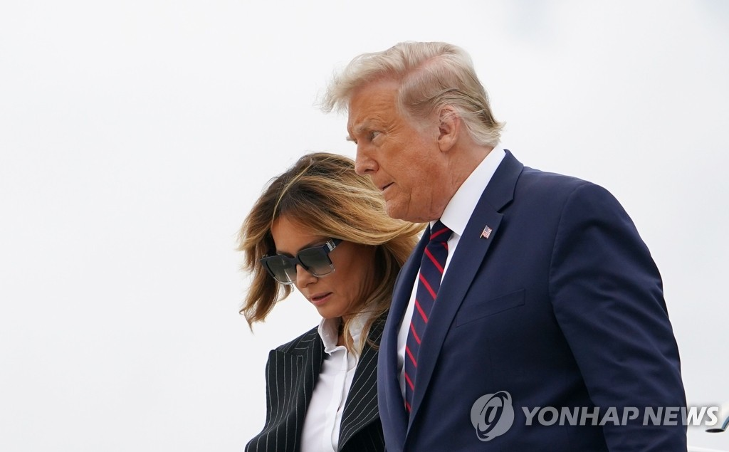 This photo, provided by AFP on Sept. 29, 2020, shows U.S. President Donald Trump and first lady Melania Trump. (PHOTO NOT FOR SALE) (Yonhap)