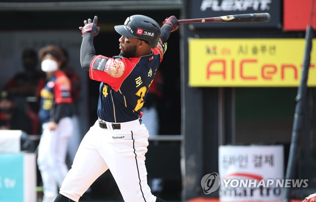 Mel Rojas Jr. of the KT Wiz follows through on his solo home run during the bottom of the first inning of a Korea Baseball Organization regular season game against the LG Twins at KT Wiz Park in Suwon, 45 kilometers south of Seoul, on Oct. 4, 2020. (Yonhap)