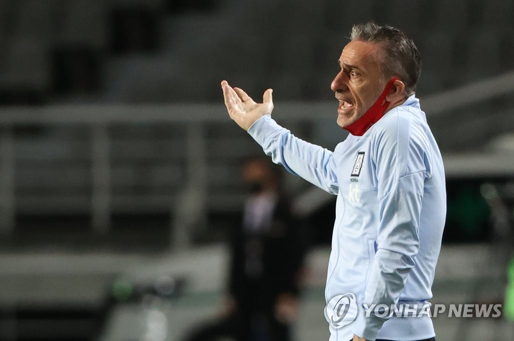 Paulo Bento, head coach of the South Korean men's senior national football team, reacts to a play during an exhibition match against the men's under-23 national team at Goyang Stadium in Goyang, Gyeonggi Province, on Oct. 9, 2020. (Yonhap)