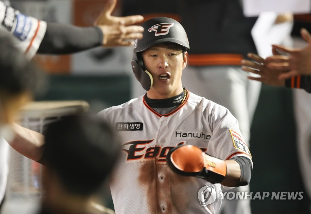 In this file photo from Oct. 30, 2020, Ro Soo-kwang of the Hanwha Eagles is congratulated by teammates after scoring a run against the KT Wiz in the bottom of the fifth inning of a Korea Baseball Organization regular season game at Hanwha Life Eagles Park in Daejeon, 160 kilometers south of Seoul. (Yonhap)