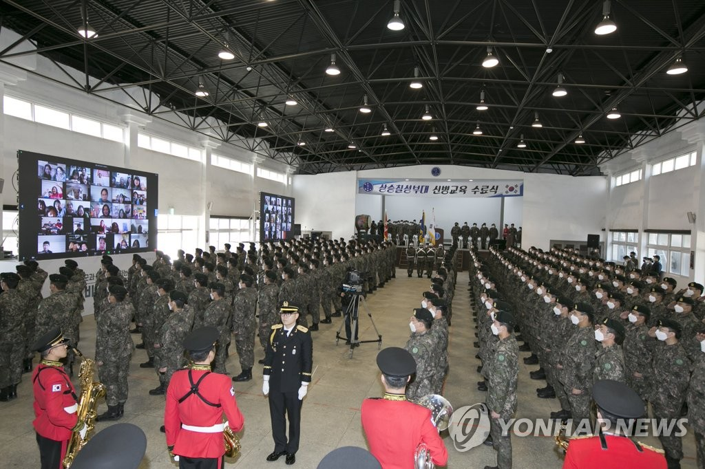 Trainee soldiers of the Army's 7th Infantry Division salute their family members during their online completion ceremony amid the COVID-19 outbreak, in this photo provided by KT Corp. (PHOTO NOT FOR SALE) (Yonhap)