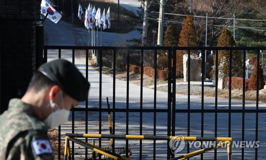 An Army unit in Cheorwon, Gangwon Province, is closed on Nov. 23, 2020, after reporting 31 COVID-19 infections. (Yonhap)