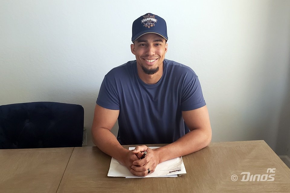 Aaron Altherr of the NC Dinos poses after signing a new one-year deal with the Korea Baseball Organization club, in this photo provided by the Dinos on Jan. 1, 2021. (PHOTO NOT FOR SALE) (Yonhap)