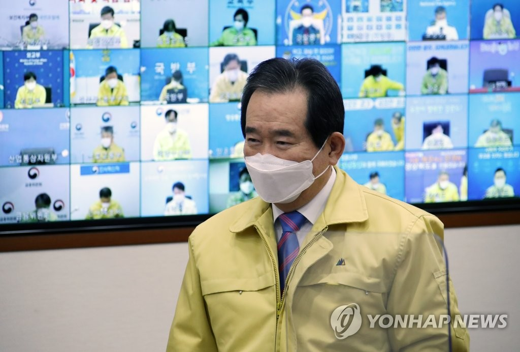 Prime Minister Chung Sye-kyun enters a meeting of the Central Disaster and Safety Countermeasure Headquarters held at the government complex in Seoul on Jan. 19, 2021. (Yonhap)