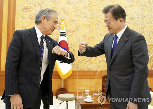 Moon meets Amb. Harris, vows close cooperation with Biden administration