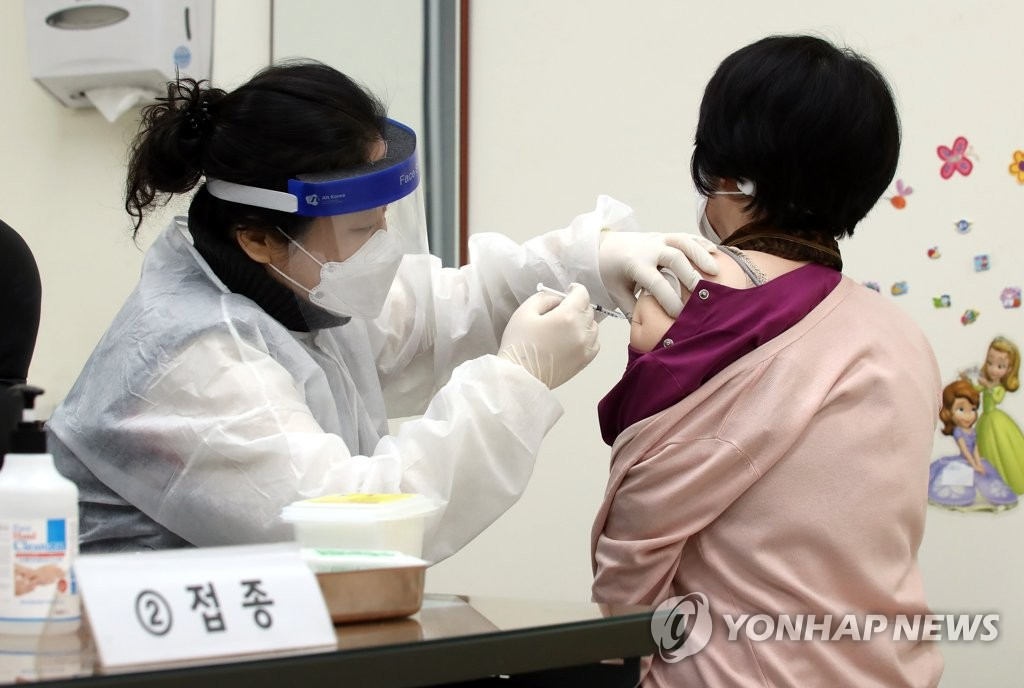 A citizen receives a shot of COVID-19 vaccine at a public health center in Incheon, west of Seoul, on Feb. 26, 2021. (Yonhap)