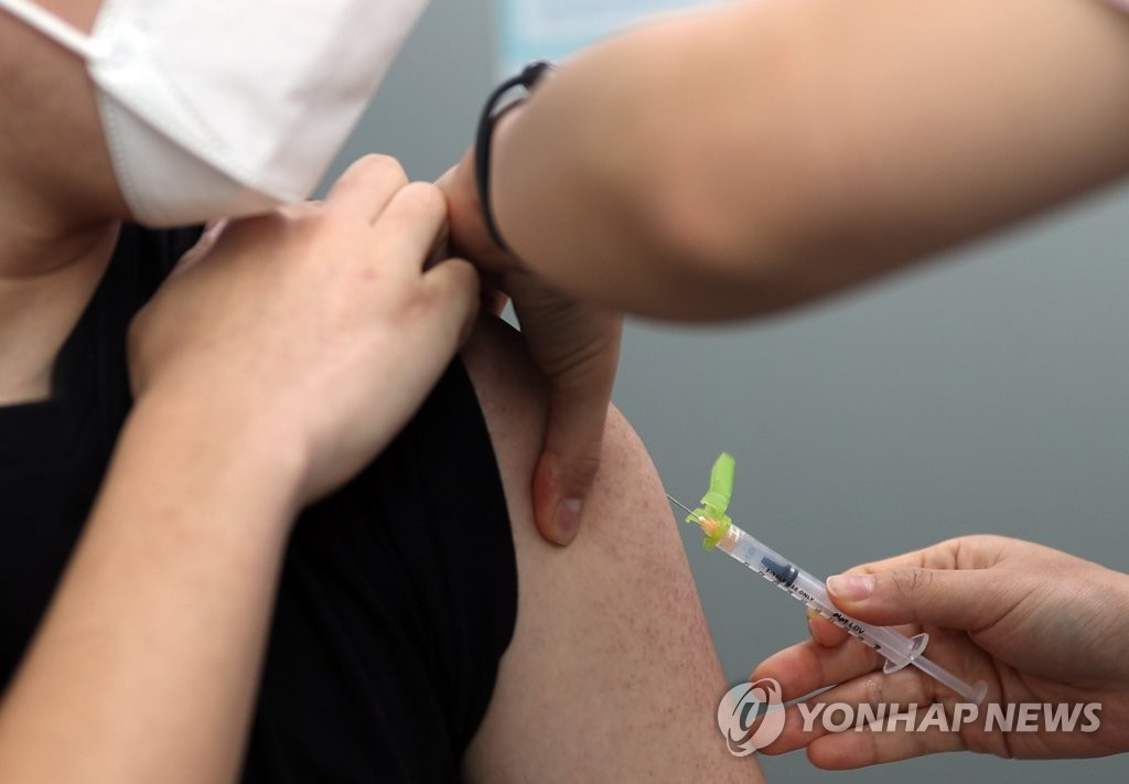 A citizen gets a Pfizer COVID-19 vaccine shot at a hospital in Yangsan, some 420 kilometers south of Seoul, on March 3, 2021. (Yonhap)