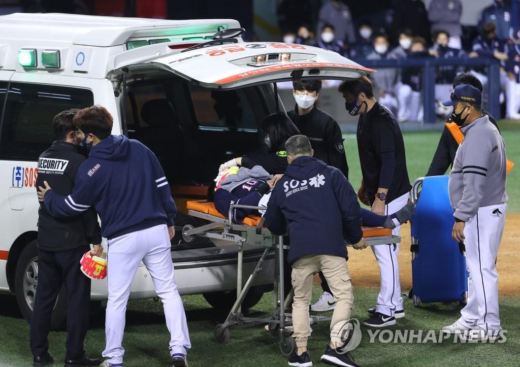 박세혁 투수 맞아 수술 예정 … 장기 출국 불가피