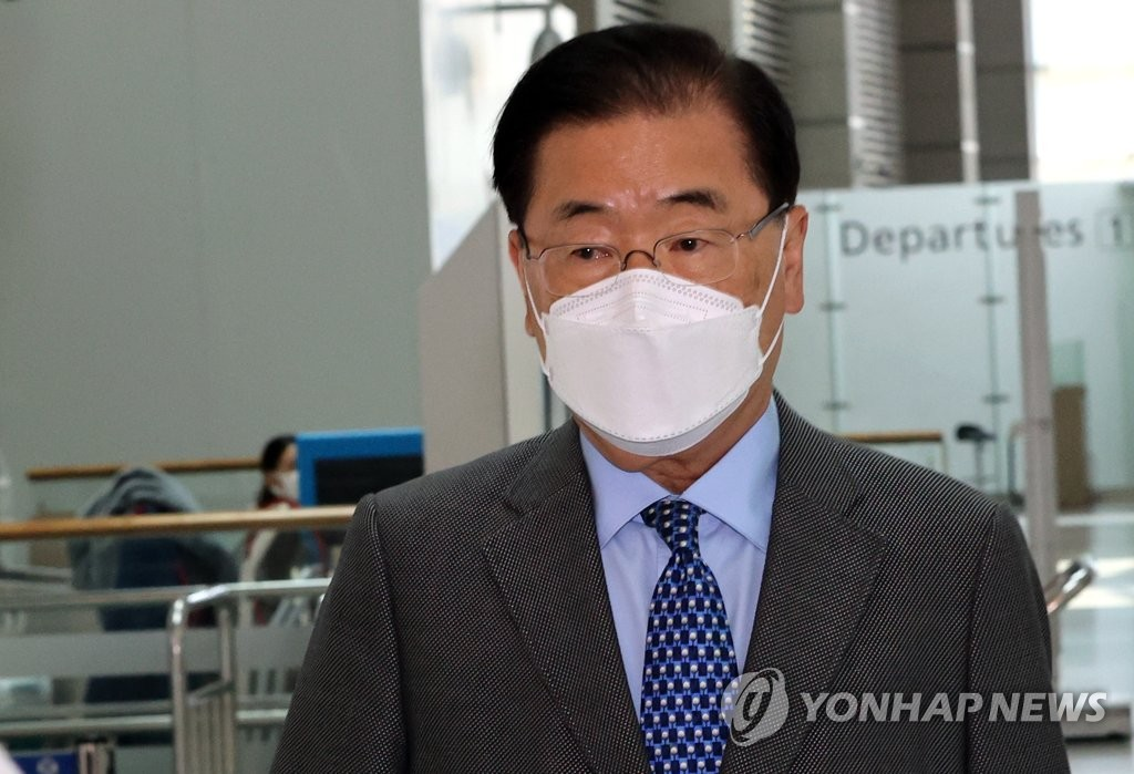 This photo, taken May 2, 2021, shows Foreign Minister Chung Eui-yong preparing to depart for London at Incheon International Airport, west of Seoul. (Yonhap)