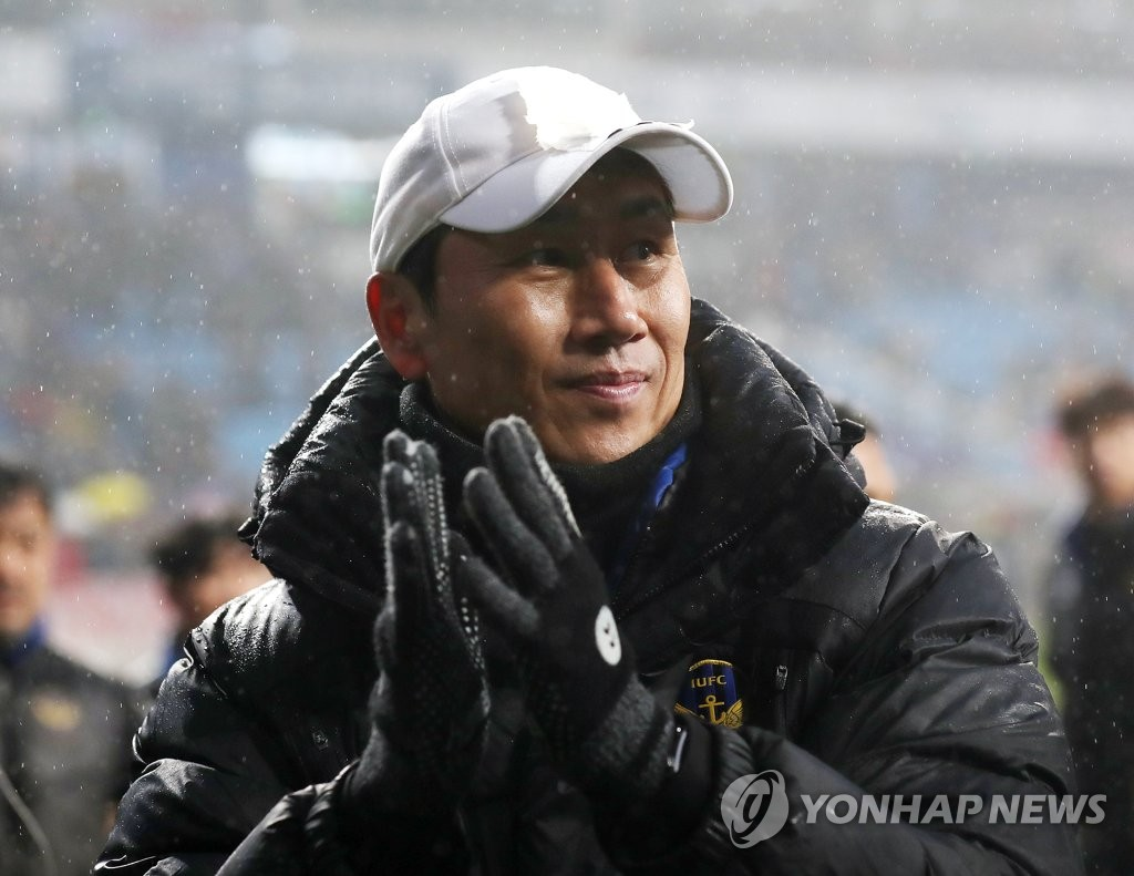 This file photo from Nov. 24, 2019, shows Yoo Sang-chul, then head coach of Incheon United, following a K League 1 match against Sangju Sangmu at Incheon Football Stadium in Incheon, 40 kilometers west of Seoul. (Yonhap)