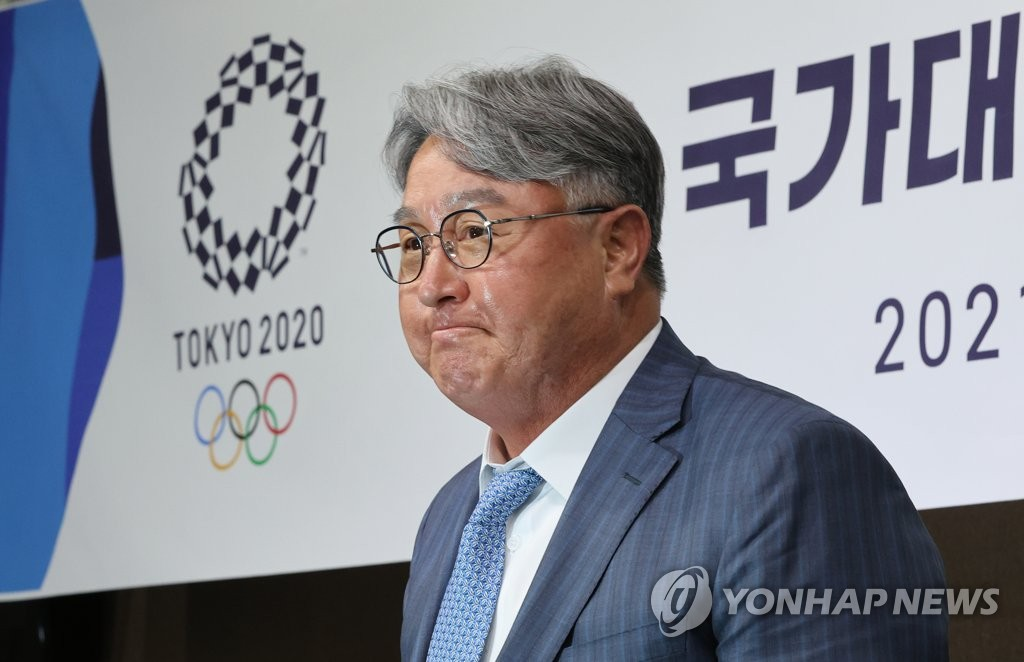 In this file photo from June 16, 2021, Kim Kyung-moon, manager of the South Korean Olympic baseball team, announces his 24-man roster for the Tokyo Games at the Korea Baseball Organization headquarters in Seoul. (Yonhap)