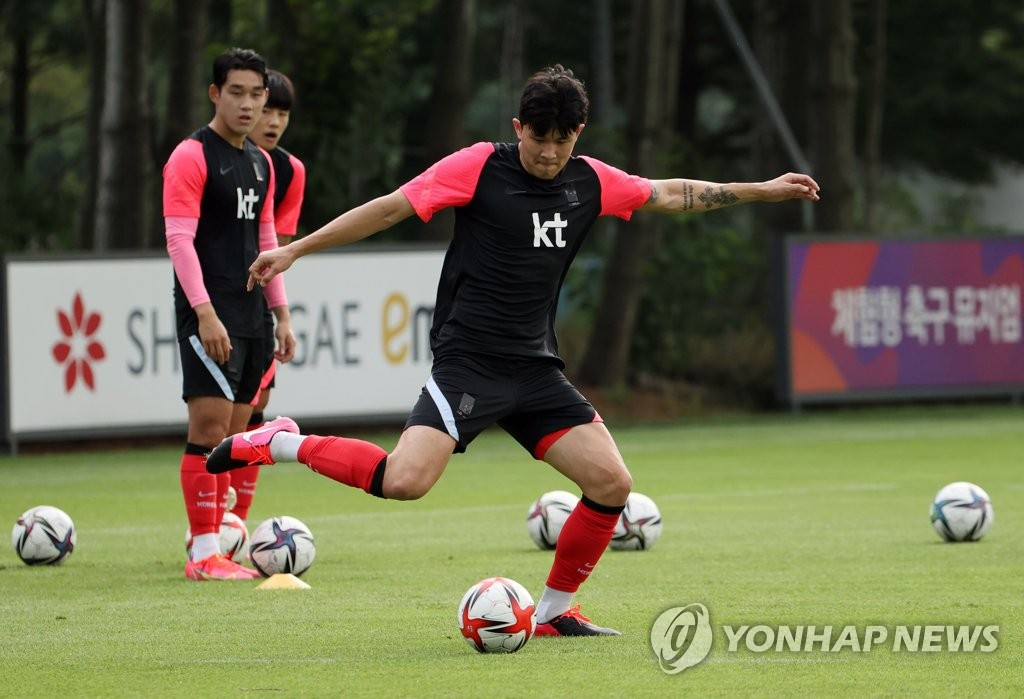 In this file photo from July 2, 2021, Kim Min-jae of the South Korean men's Olympic football team trains at the National Football Center in Paju, Gyeonggi Province. (Yonhap)
