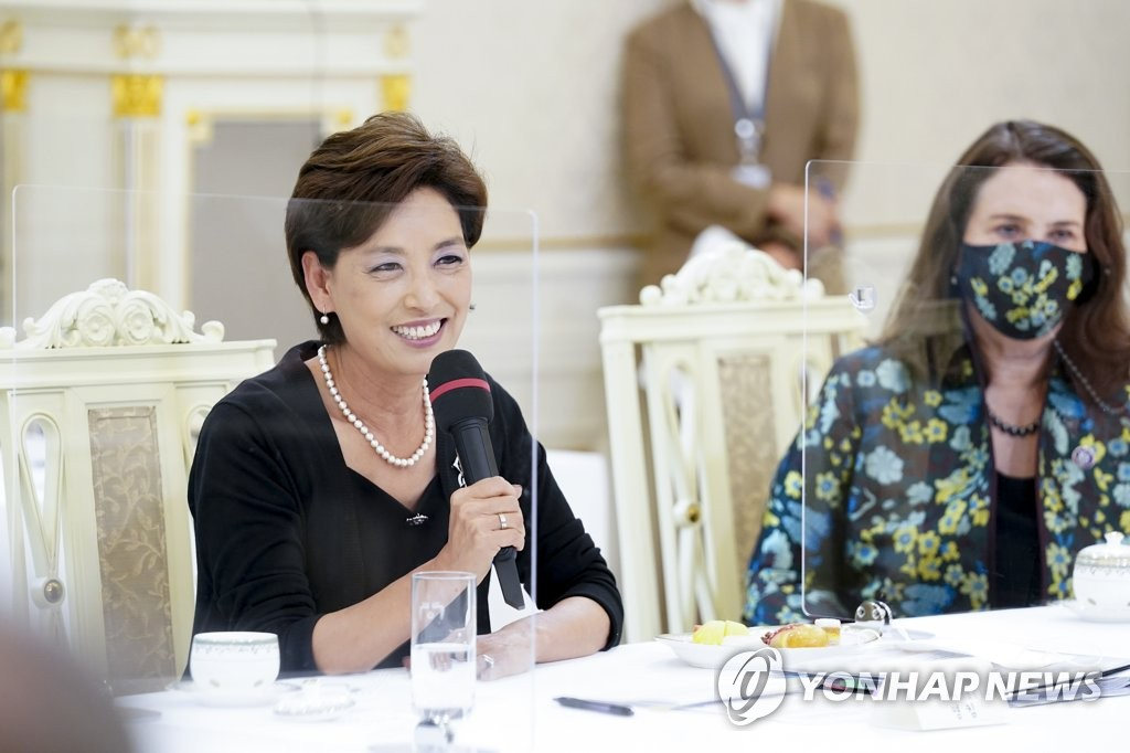 U.S. Rep. Young Kim (R-CA) (L) speaks during a reception hosted by President Moon Jae-in at Cheong Wa Dae in Seoul on July 9, 2021, for the visiting members of the U.S. Congressional Study Group on Korea, a bipartisan study group on South Korea. (Yonhap)