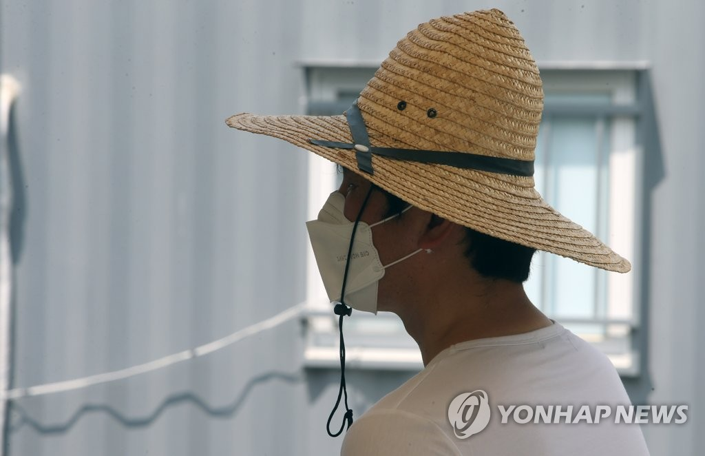 A citizen waits to receive a COVID-19 test at a clinic in Gangneung, 237 kilometers east of Seoul, on July 16, 2021. (Yonhap)